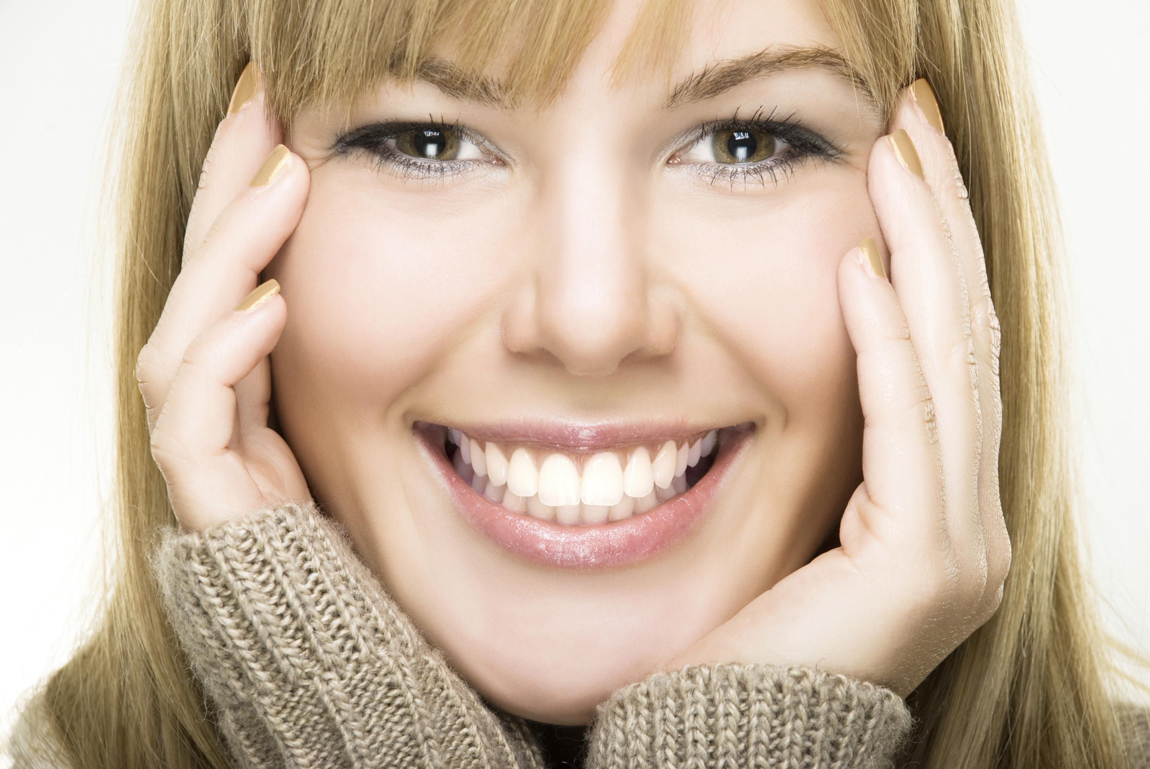 Strahlendes Lächeln mit emmi-dent Ultraschall Zahnbürsten